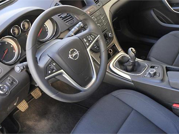 Opel Insignia car hire (controls) from  Val & Kar Rent a car